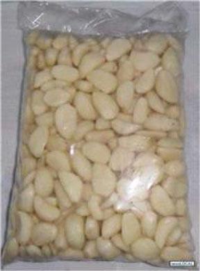 Alho descascado  pacote de 1kg Santa Rita por Kg KG
